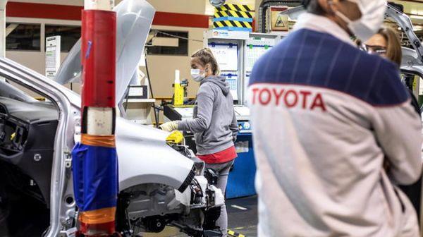 Toyota: 11,5 mld euro in produzione batterie auto elettriche