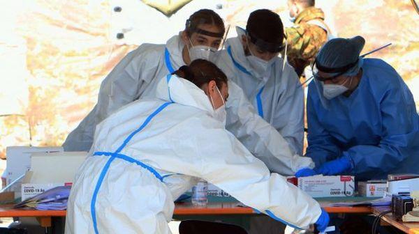 Coronavirus, il bollettino: la Sicilia torna prima in Italia per nuovi contagi ma la curva cala ancora