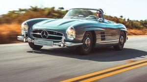 Mercedes SL, la serie leggendaria celebrata a Pebble Beach