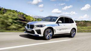 Una BMW iX5 Hydrogen in azione per la prima volta all'IAA Mobility
