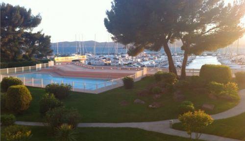 Loue appartement vue mer spacieux à St Raphaël, 4à 8personnes