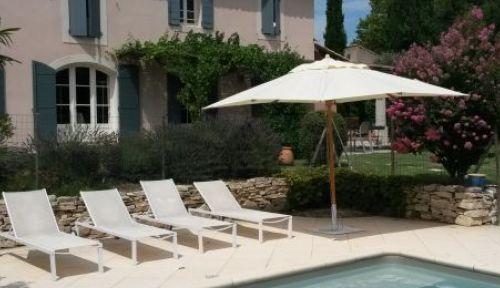 Loue maison 5mn d'Avignon 5 chambres juillet-août
