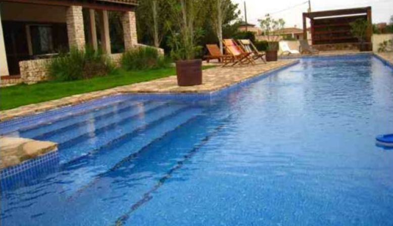 Loue villa avec piscine, 150km Barcelone, 9pers, proche plage