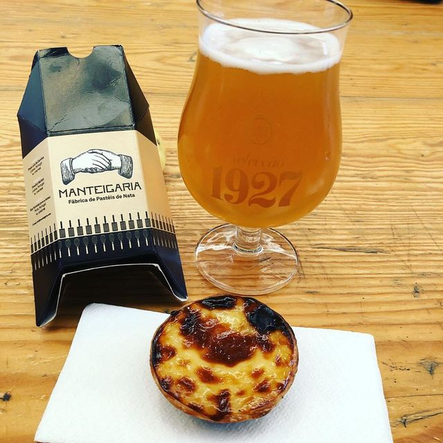 Race recovery Portuguese-style… beer and a pasteis de nata