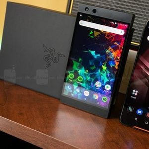Фото битка: Razer Phone 2 vs Asus ROG Phone