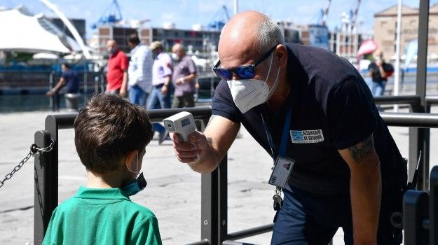 Coronavirus Italia contagi stabili con record tamponi malati scendono sotto 50 mila