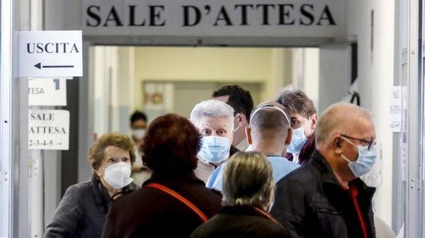 Covid: controlli Nas nei bar degli ospedali, irregolari 1 su 3. Tre casi in Calabria e due in Sicilia