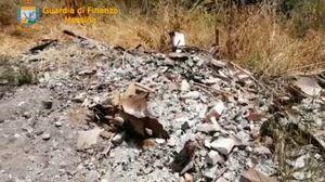 Sequestrate discariche abusive a Castelmola: 12mila mq di rifiuti speciali sul terreno - FOTO