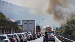 Emergenza incendi, chiuso il tratto d A2 all'altezza di Castrovillari
