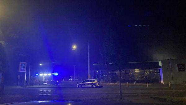 Flammen in Supermarkt-Filiale – Feuerwehr löscht Brand