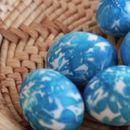 Модерните домаќинки се воодушевија од оваа јапонска техника на бојадисување јајца – ваквите шари се хит