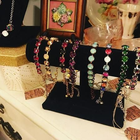 Vintage-inspired jewelry & accessories