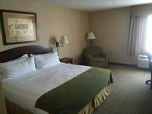 Image 9   Holiday Inn Express & Suites Lansing-Leavenworth, an IHG Hotel