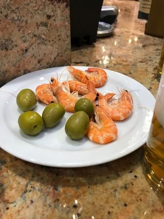 Come to Bar Granada to enjoy a drink with friends and family, make great conversation over exceptional Spanish tapas, or choose to simply sit and relax in a friendly, inviting atmosphere.