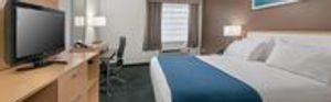 Image 3 | Holiday Inn Express & Suites San Antonio Rivercenter Area