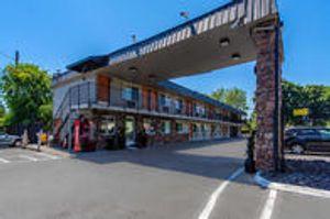 Image 6 | Econo Lodge Inn & Suites Hillsboro - Portland West