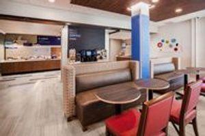 Image 3 | Holiday Inn Express & Suites Remington