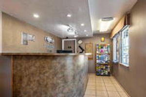 Image 10 | Econo Lodge Inn & Suites Hillsboro - Portland West