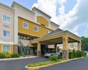 Quality Suites hotel in Trinton Falls, NJ