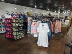 Image 2   Boutique 423 - Merle Norman