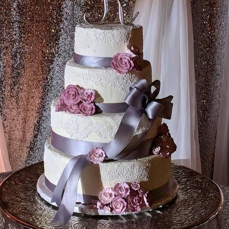 Let us create the wedding cake of your dreams!