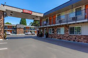 Image 3 | Econo Lodge Inn & Suites Hillsboro - Portland West