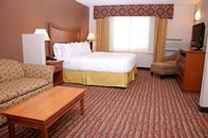 Image 10 | Holiday Inn Express & Suites Pierre-Fort Pierre