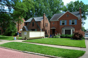 Residential roll off dumpsters are great for household cleanouts or clean-ups, yard debris removal and general junk removal. Household trash dumpsters can be filled with all types of furniture, carpet, tables, chairs, boxes, clothes, toys, appliances, attic, garage debris and more.