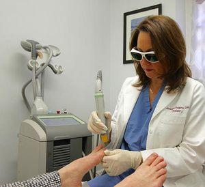 Jordana Szpiro, DPM, FACFAS treating a patient