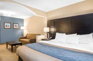 Image 3   Comfort Inn & Suites