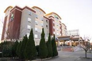 Image 2   Holiday Inn Express Queens - Maspeth
