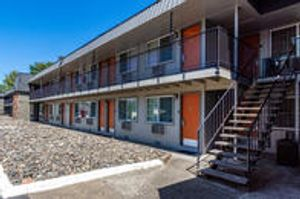 Image 8 | Econo Lodge Inn & Suites Hillsboro - Portland West