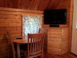*All deluxe cabins with bathrooms are similar in layout