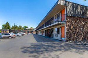 Image 7 | Econo Lodge Inn & Suites Hillsboro - Portland West