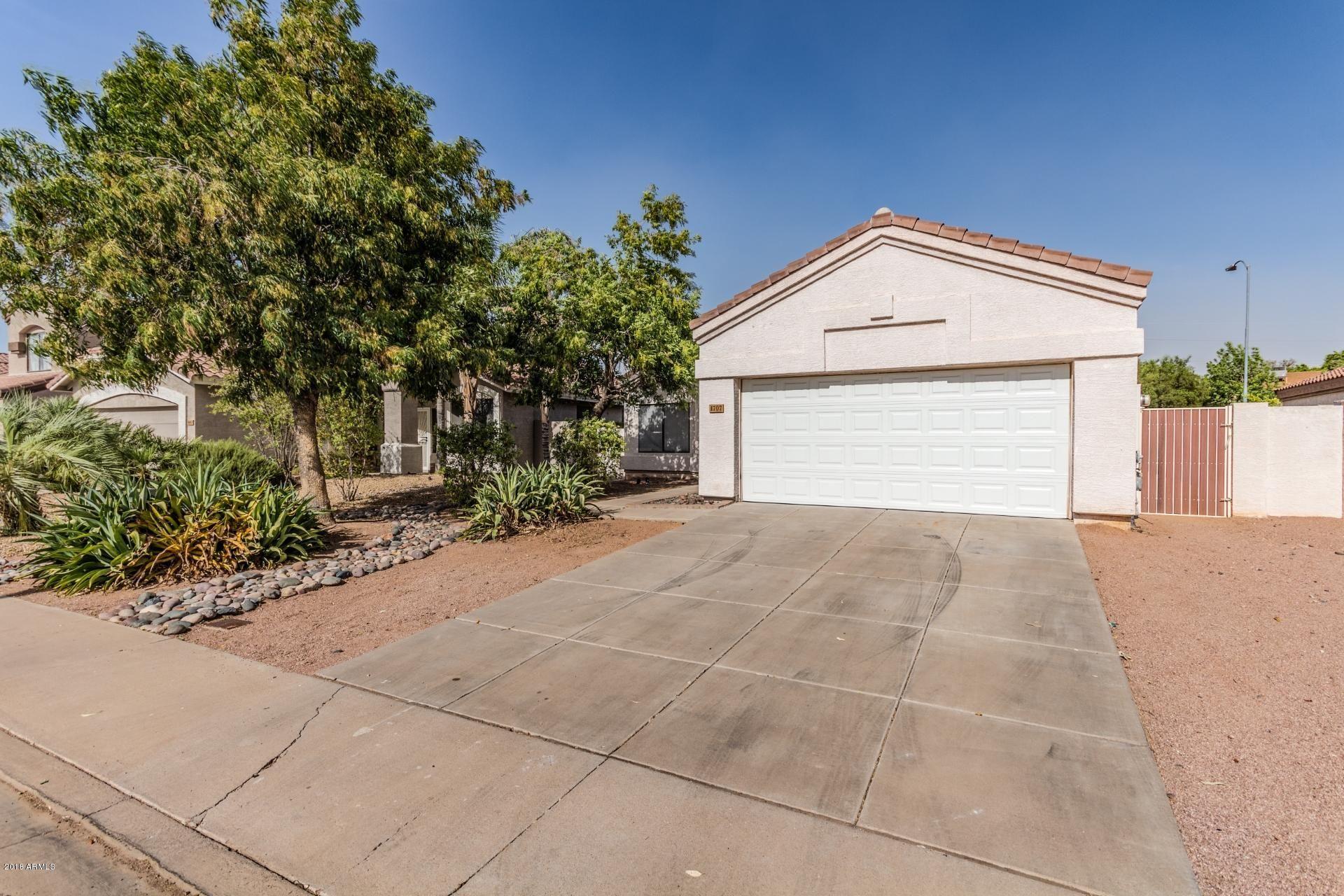 1707  S MAPLE   -- Mesa AZ 85206