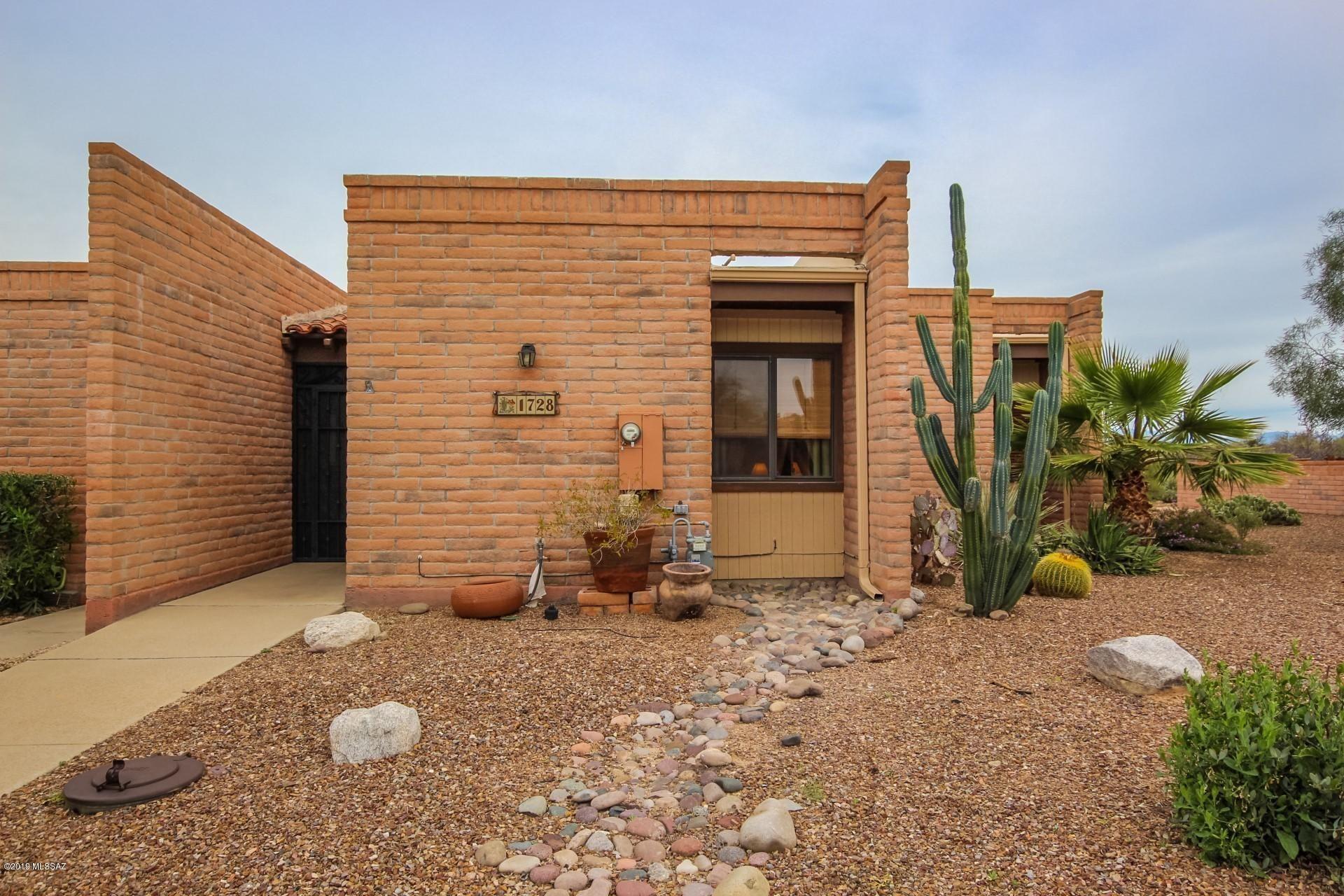 1728  W Dalehaven   Circle Tucson AZ 85704