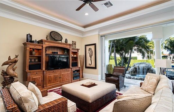 2201 Snook Dr, Naples, Fl 34102