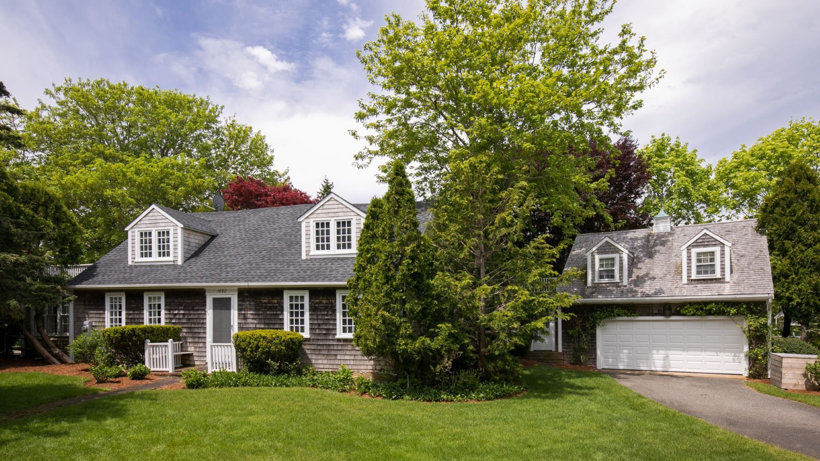 90 Peases Point Way South Edgartown