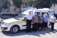 Пожилых селян Волгоградской области доставляют на вакцинацию на специальном транспорте