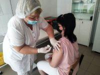 Педагоги и общественники Волгоградской области получают вакцину от COVID-19