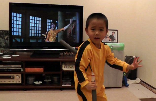 This-4-Year-Old-Kid-Plays-Nunchucks-Like-A-Little-Bruce-Lee