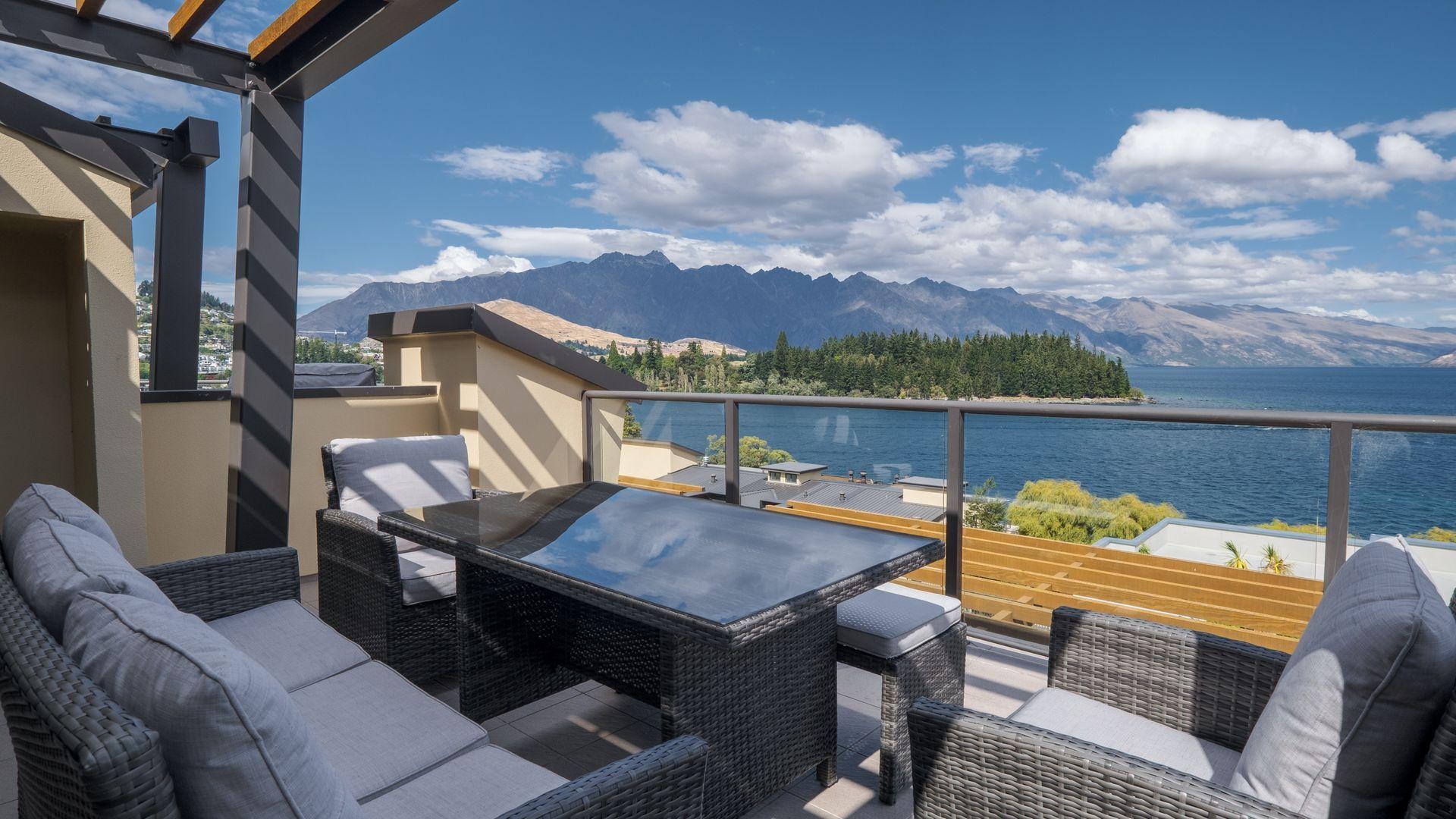 Lakefront Luxury 912 The Beacon | 3 Bedroom