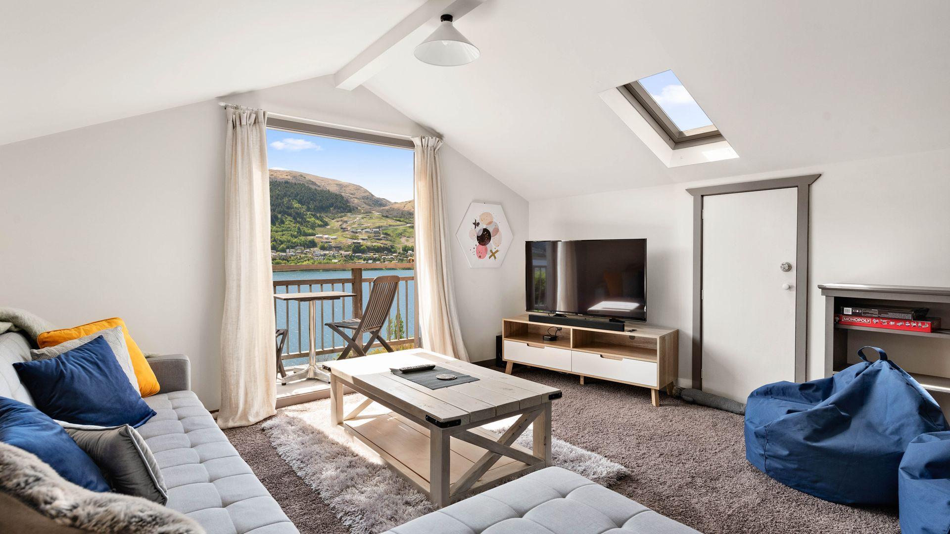 Sunny Lakeview Villa