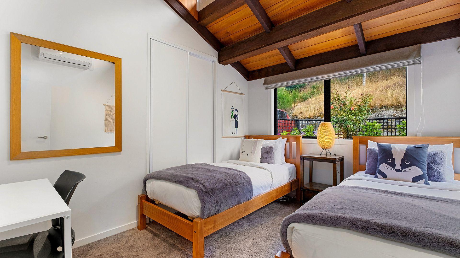 Queenstown Lakefront Dream | 4 Bed