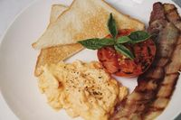 Toast with Scrambled Eggs, Crispy Bacon and Roasted Tomatoes
