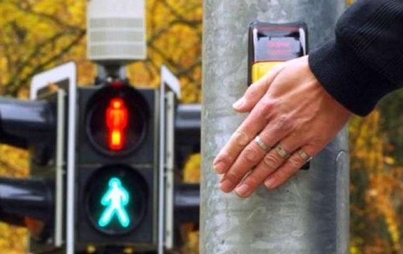 Як працює кнопка виклику на розумних світлофорах?