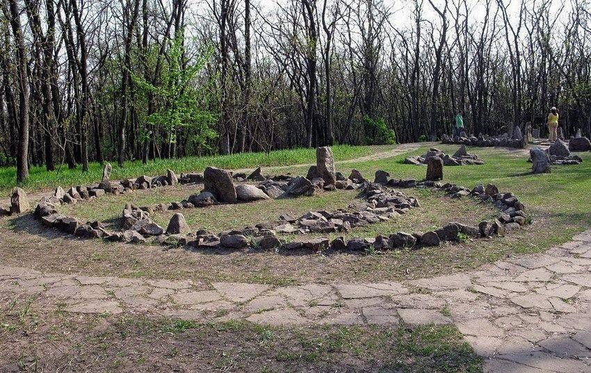 Давній слов'янський кромлех-святилище на острові Хортиця (Україна)