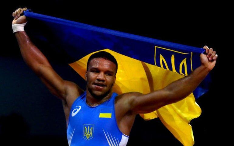 Расистський скандал: в центрі Києва олімпійського чемпіона та нардепа Беленюка назвали «мавпою»