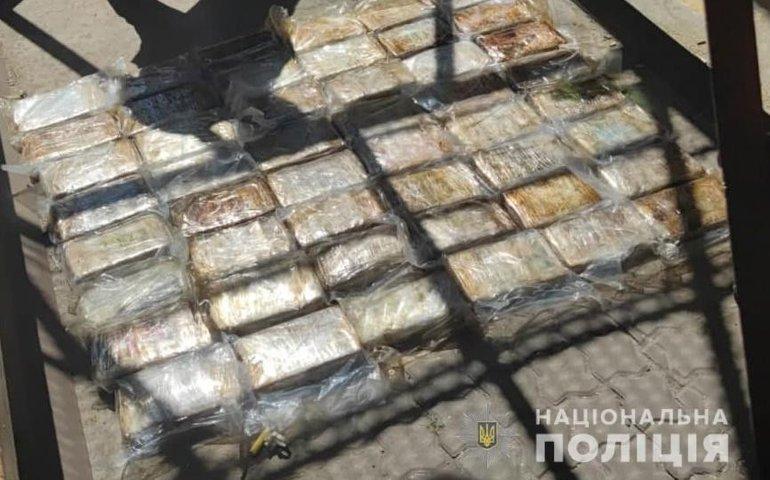 В Одеському порту правоохоронці виявили майже 60 кг кокаїну