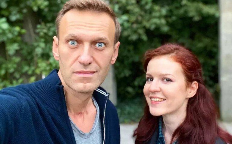 Прессекретарку Олексія Навального засудили на 1,5 року обмеження волі